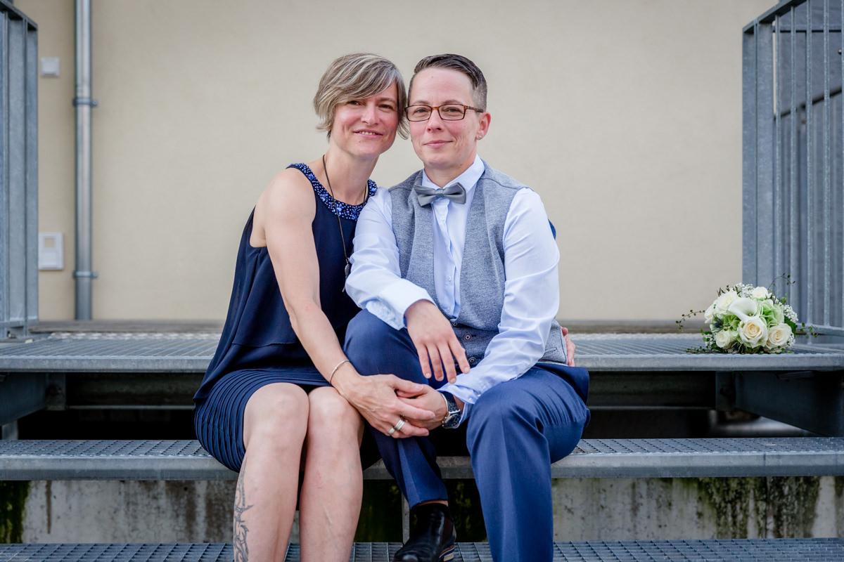 Gemütlich Lesbische Hochzeit Kleidung Keine Kleider Bitte Ideen ...